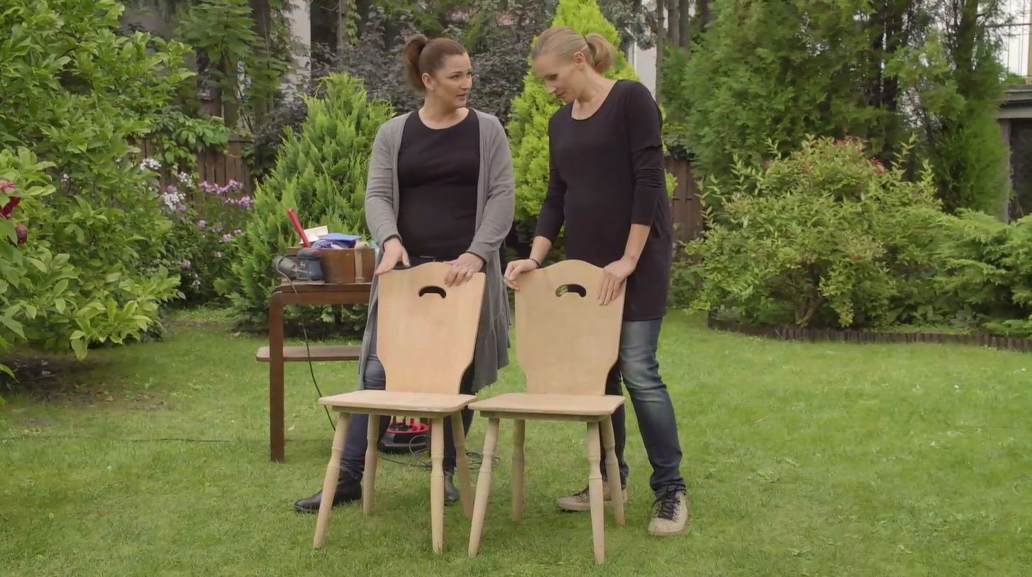"""""""Drugie życie mebli"""": takie same, ale zupełnie inne krzesła"""